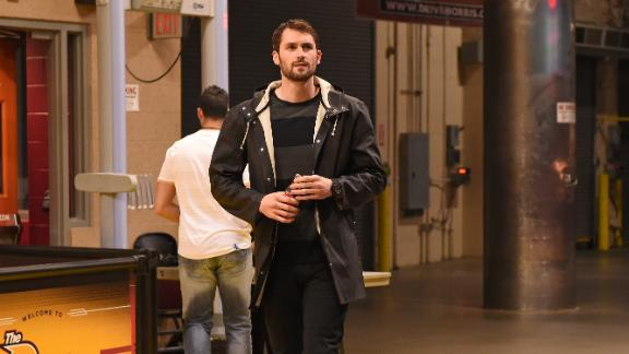 Sources: Lakers to meet with Kevin Love