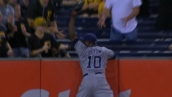 http://a.espncdn.com/media/motion/2015/0707/dm_150707_MLB_One-Play_Upton_robs_McCutchen_of_a_HR/dm_150707_MLB_One-Play_Upton_robs_McCutchen_of_a_HR.jpg