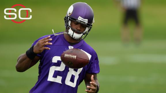 Peterson, Vikings prepare for first team practice