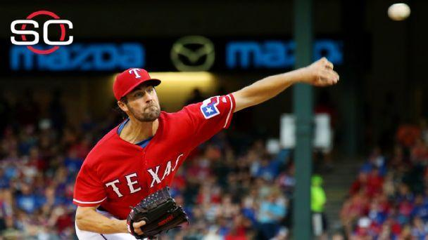 Giants spoil Hamels' Texas debut