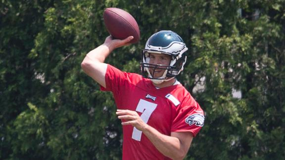 Eagles hope to reach short-term extension with Sam Bradford