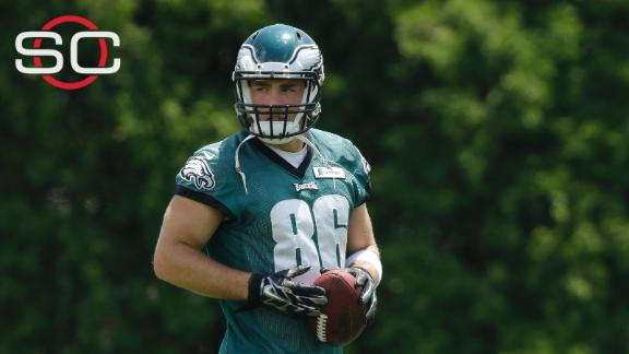 Eagles TE Ertz undergoes 'core muscle' surgery