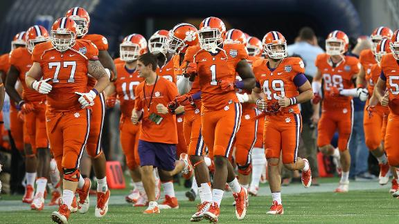 Clemson bans football players from social media