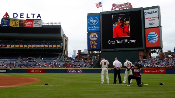 Yankees, Braves observe moment of silence for deceased fan