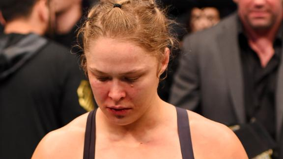 Mayweather defends Rousey