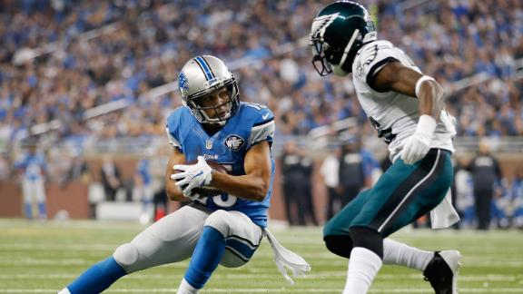 Golden Tate jukes and scores