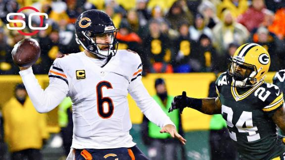 Bears hold off Packers, spoil Favre's number retirement