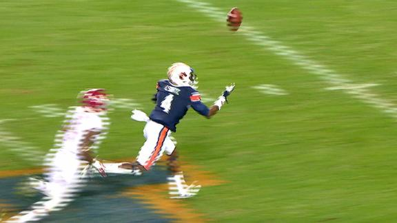 Auburn player double-tips and speeds for a TD