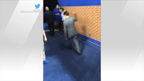 Pitino makes gesture towards Kentucky fans