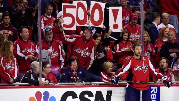 Ovechkin hits 500-goal milestone in Caps' 7-1 win