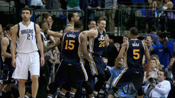 Hayward the hero in OT, Jazz win 7th straight