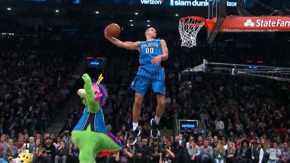 When mascot rides a hoverboard, timing is everything on a dunk