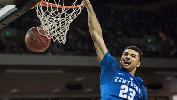 Kentucky puts on a dunk contest