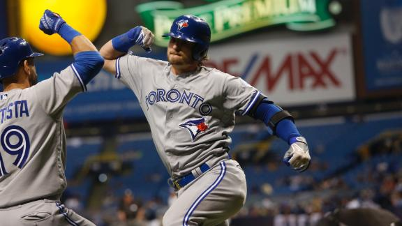 Donaldson smacks homer off the catwalk