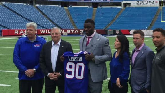 Video - Lawson arrives at Bills facility