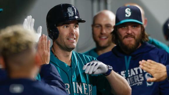 Smith's solo HR gives Mariners 1-0 lead in sixth