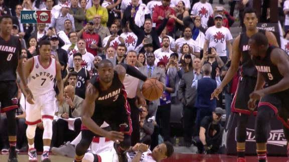 Wade capitalizes on DeRozan's turnover
