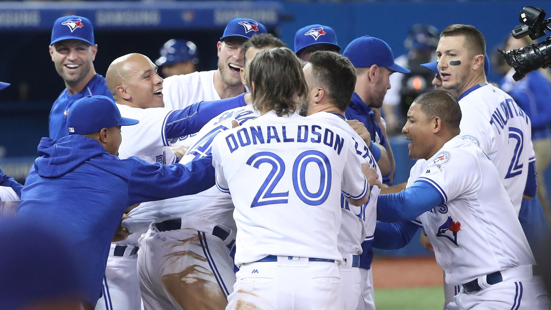 Smoak's big blasts tie and win game for Blue Jays
