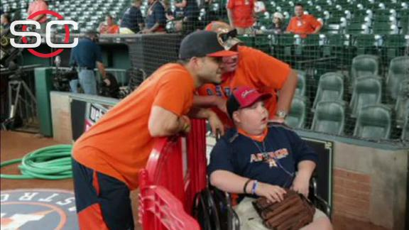 Altuve delivers on HR promise to sick fan