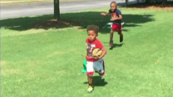 Video - Like father, like son: Devin Hester's son returns a kick