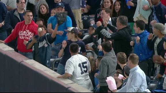 Yankees fan gets hit in face trying to catch foul ball