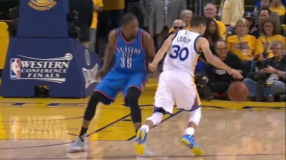 Curry shakes and bakes by Durant for the layup