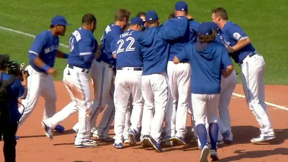 Blue Jays walk off on infield single