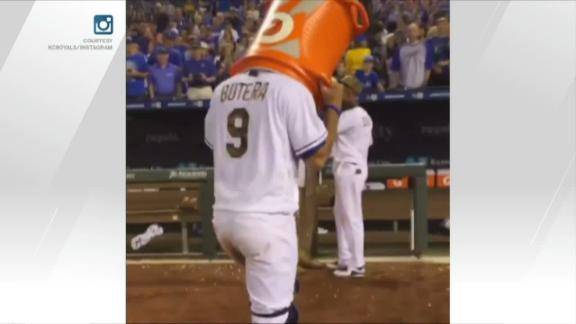 Drew Butera screws up Hosmer's Gatorade bath