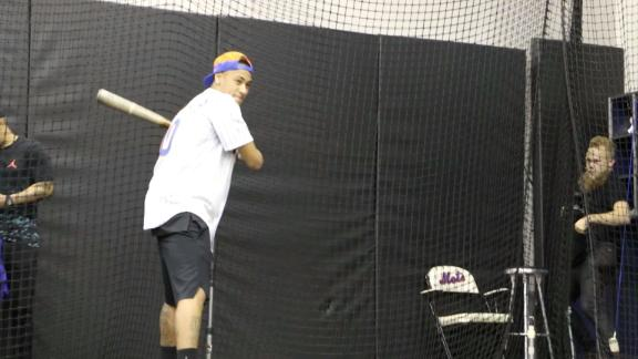 Neymar takes batting practice with Mets
