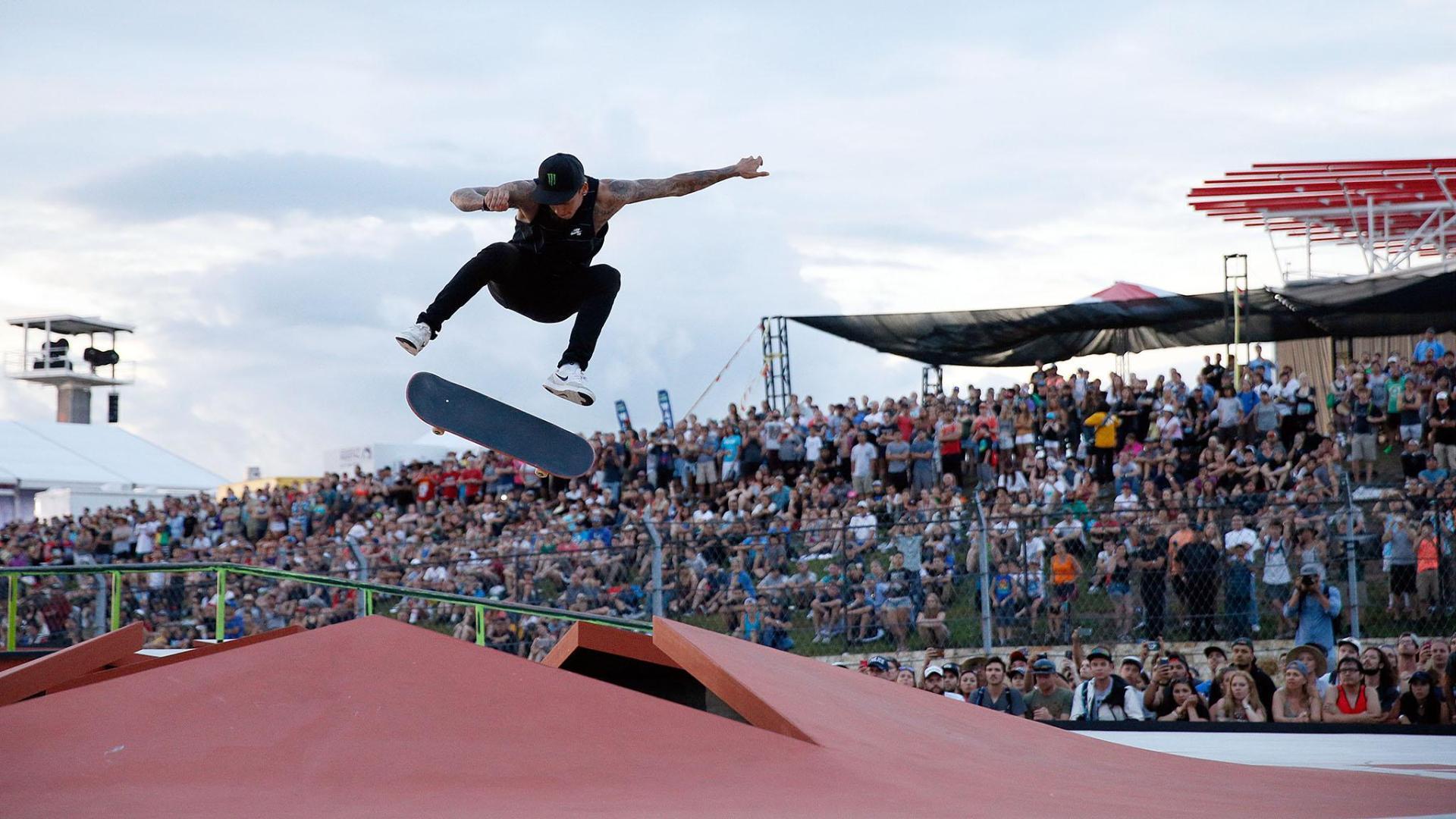 Nyjah Huston wins Men's Skateboard Street silver
