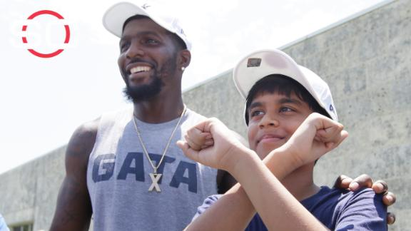 Video - Spelling Bee co-champion thrilled to meet Dez, Cowboys
