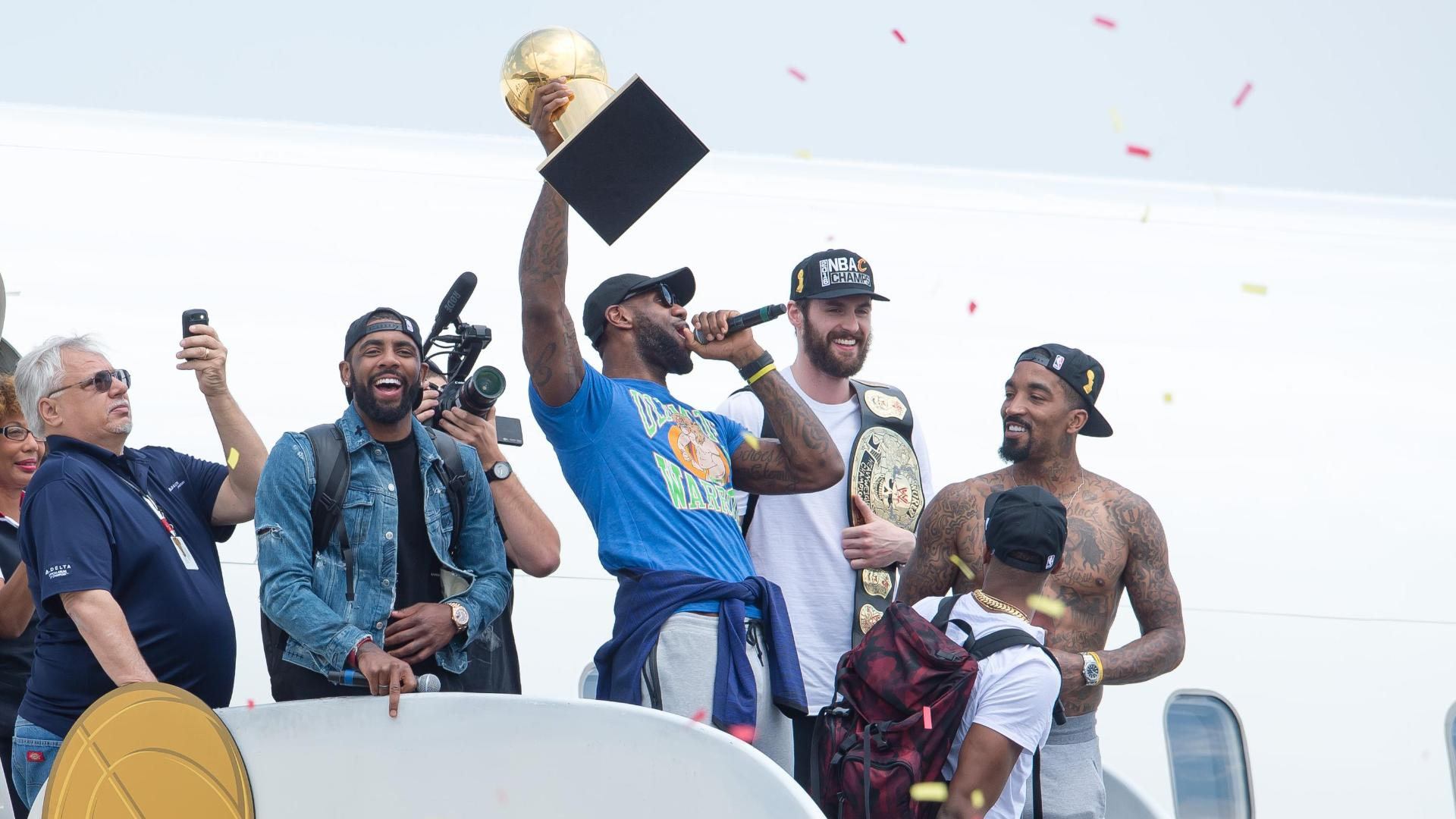 http://a.espncdn.com/media/motion/2016/0620/dm_160620_LeBron_arrives_off_plane1156/dm_160620_LeBron_arrives_off_plane1156.jpg