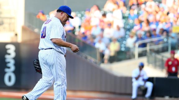 Colon leaves game after taking line drive to wrist