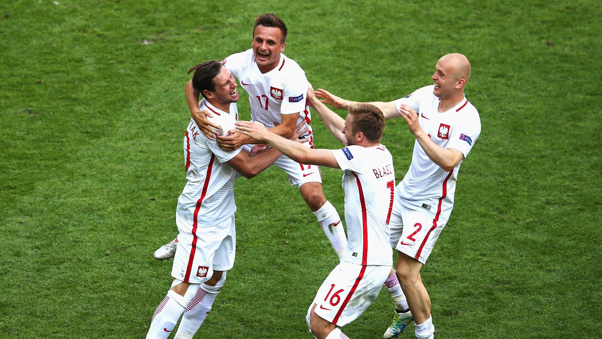 Poland advances on penalties in Euro thriller