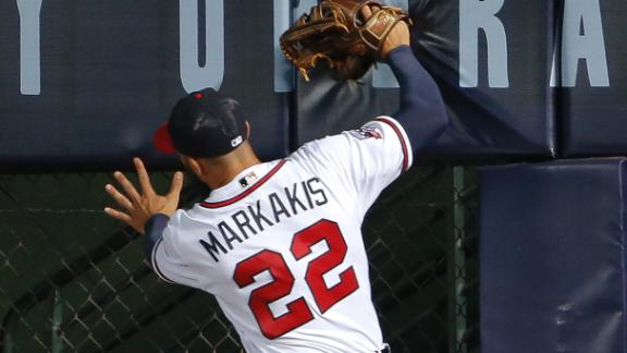 Markakis has some trouble in right field
