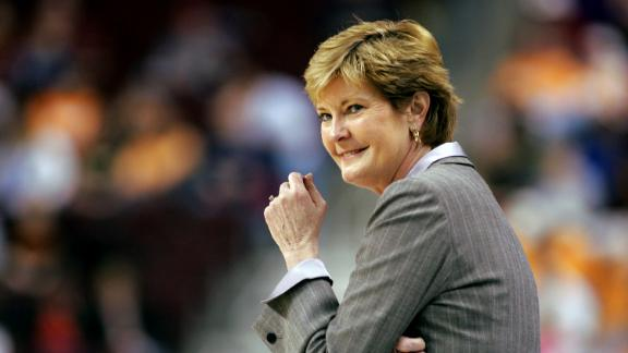 Legendary Lady Vols coach Summitt dies at 64