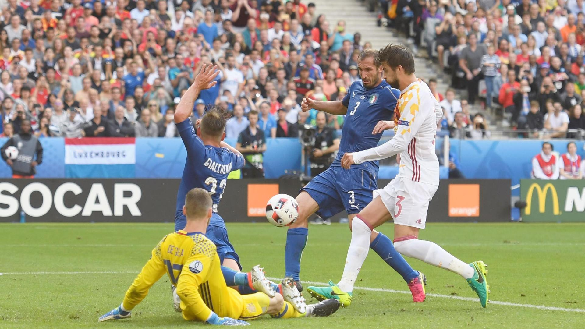 Chiellini puts Italy in front