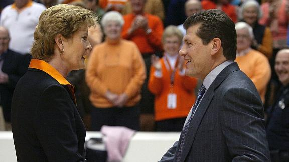 Auriemma: Summitt defined women's basketball