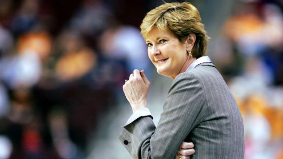 Pat Summitt, winningest coach in Division I history, dies at 64