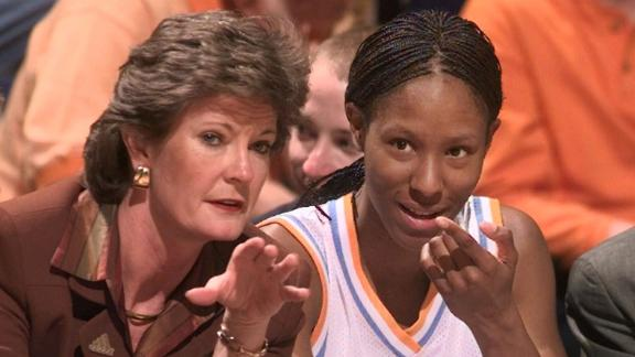 Emotional Holdsclaw recounts Summitt's impact