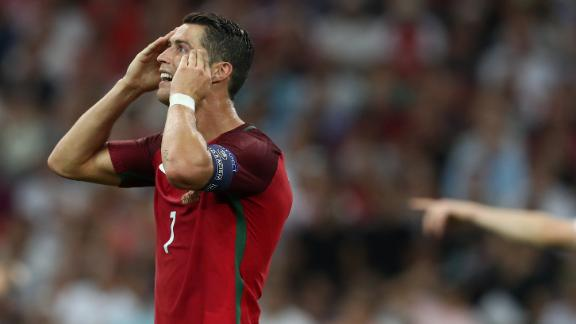 Ronaldo whiffs on late chance