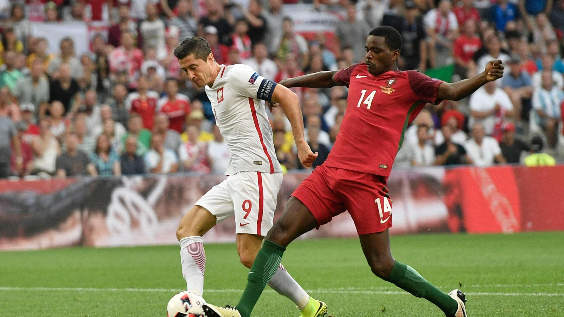 Poland's early goal shocks Portugal
