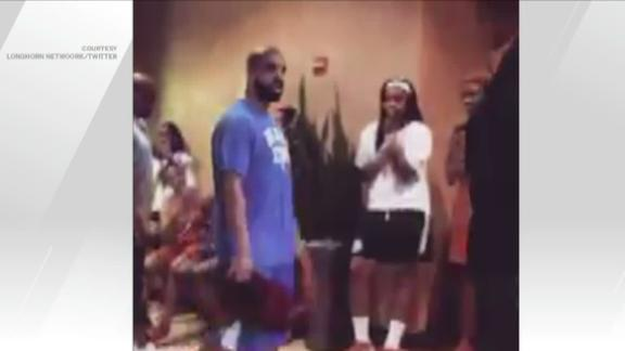 Drake wears Kentucky gear at Texas, players lose minds