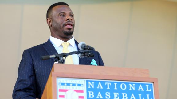 Ken Griffey Jr. gets emotional thanking father