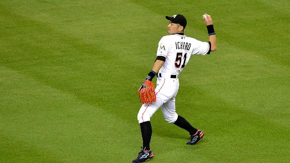 Ichiro throws out Wong from deep left field