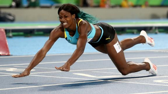 Shaunae Miller dives to gold in 400m sprint