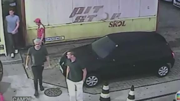 Surveillance video shows Lochte, U.S. Swimmers at Rio gas station