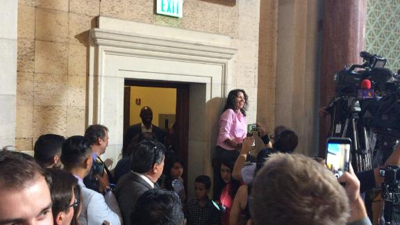 Kobe receives warm City Hall welcome