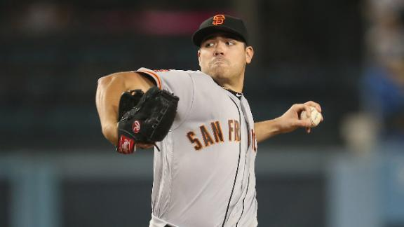 Giants' Moore loses no-hitter, beats Dodgers