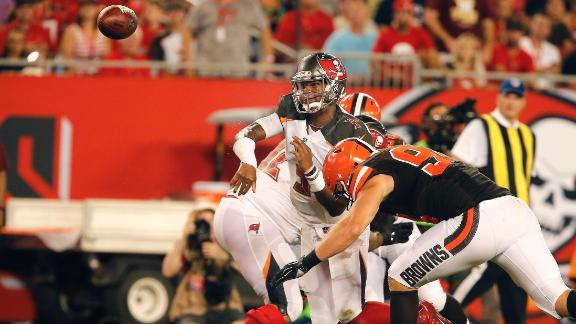 Jameis Winston takes the heat, tosses the TD